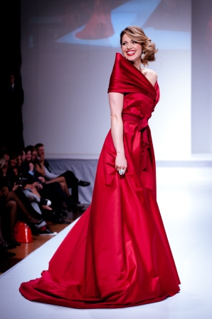 pascale_hutton_wearing_paul_hardy_-_heart_and_stroke_foundation_-_the_heart_truth_celebrity_fashion_show_-_red_dress_-_red_gown_-_thursday_february_8_2012_-_creative_commons_-d
